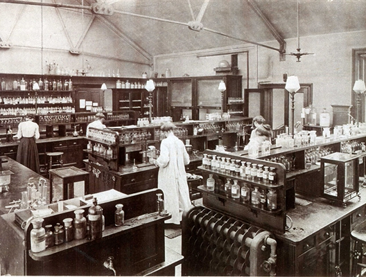 Chemistry lab in Bedford College 1874